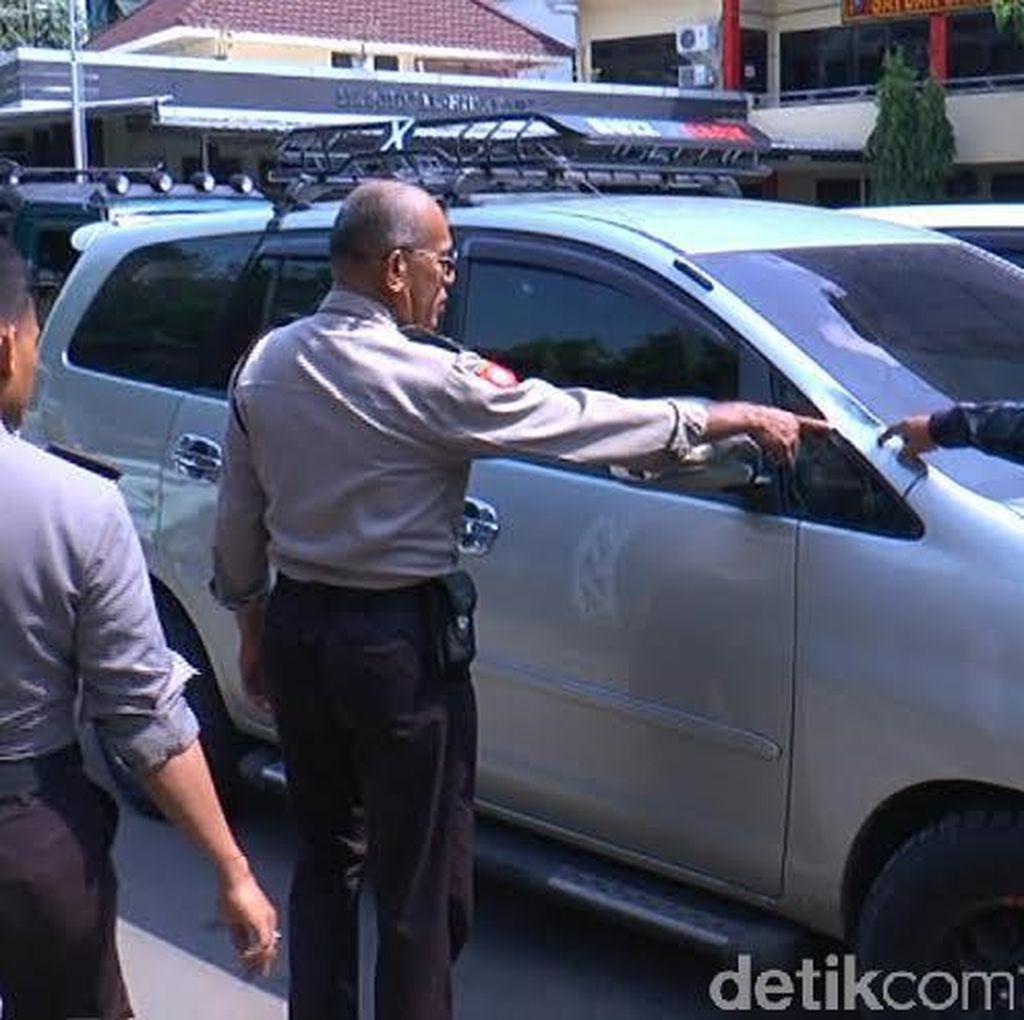 Bus Hingga Kendaraan Polisi Jadi Korban Sweeping dan Kerusuhan Massa di Suramadu