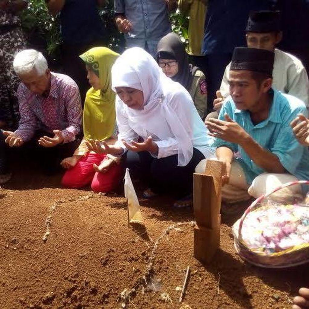 Mensos Ziarah ke Makam Gadis 14 Tahun Korban Pemerkosaan, Orangtua Menangis