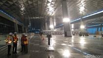 Blusukan di Bandara Soetta, Jokowi: Tambah Runway dan Terminal