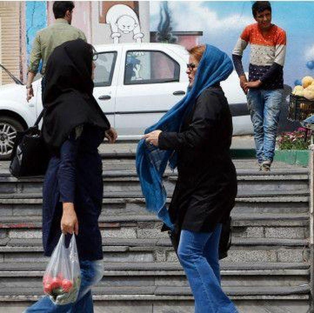 Dianggap Tak Islami, Foto Model Iran Ditangkap