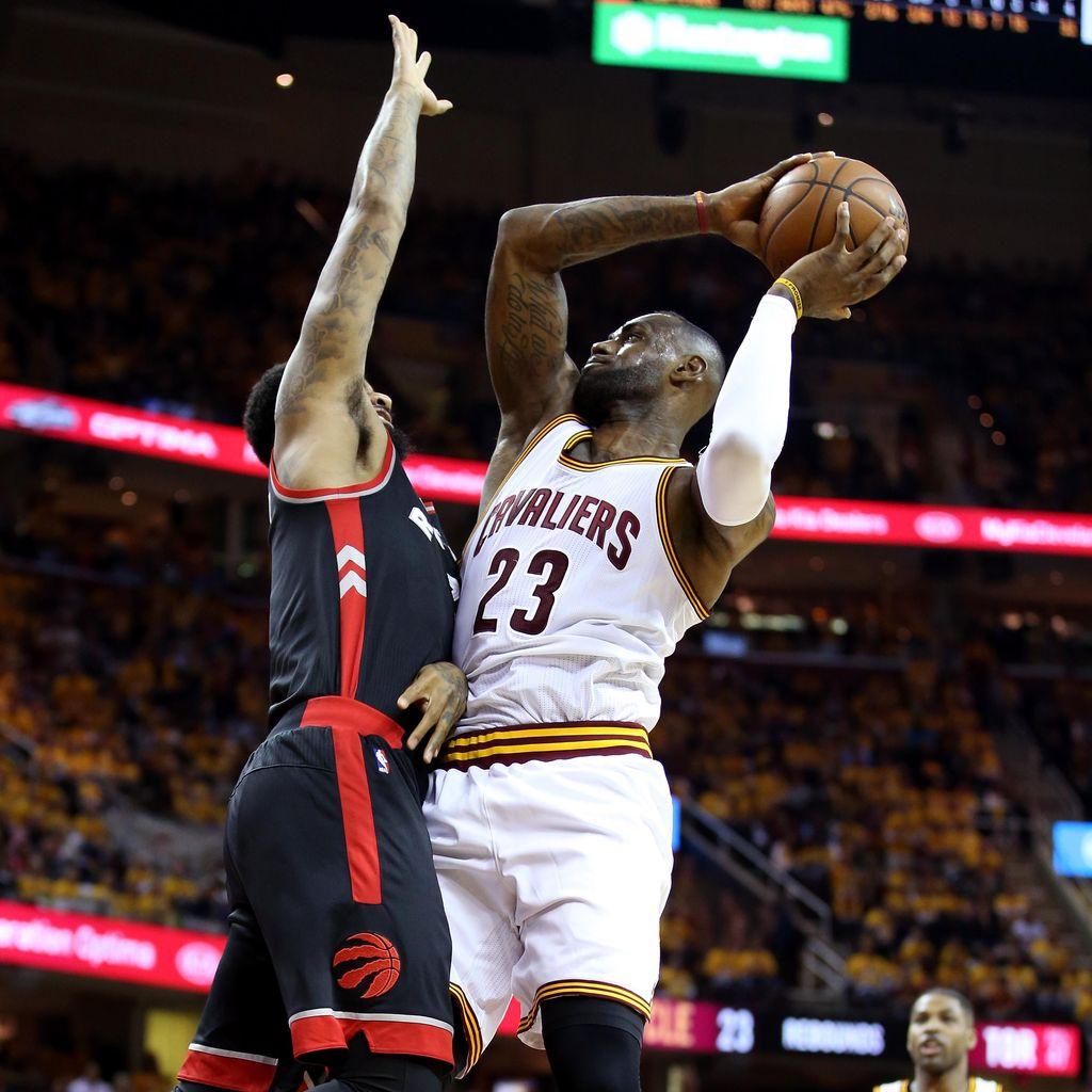 LeBron-Irving Bawa Cavs Jinakkan Raptors di Gim Pertama