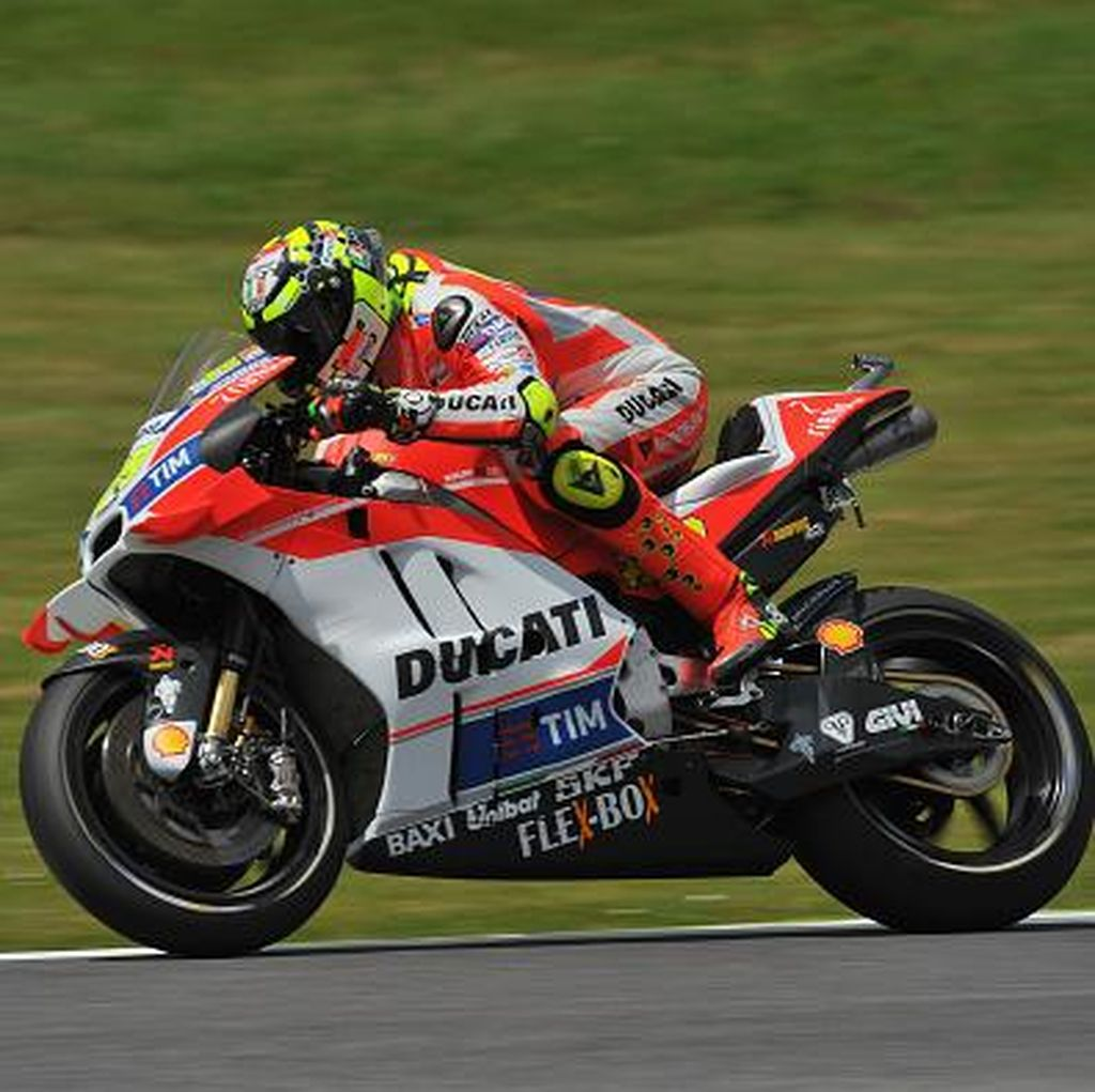 Ducati Mendominasi: Iannone Terdepan, Dovizioso Kedua