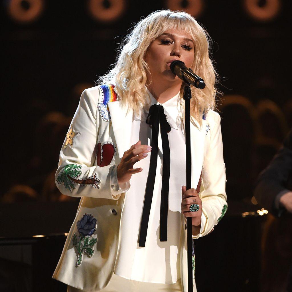 Usaha Lupakan Kasus Pencabulan, Kesha Bangkit Lewat Tur Konser