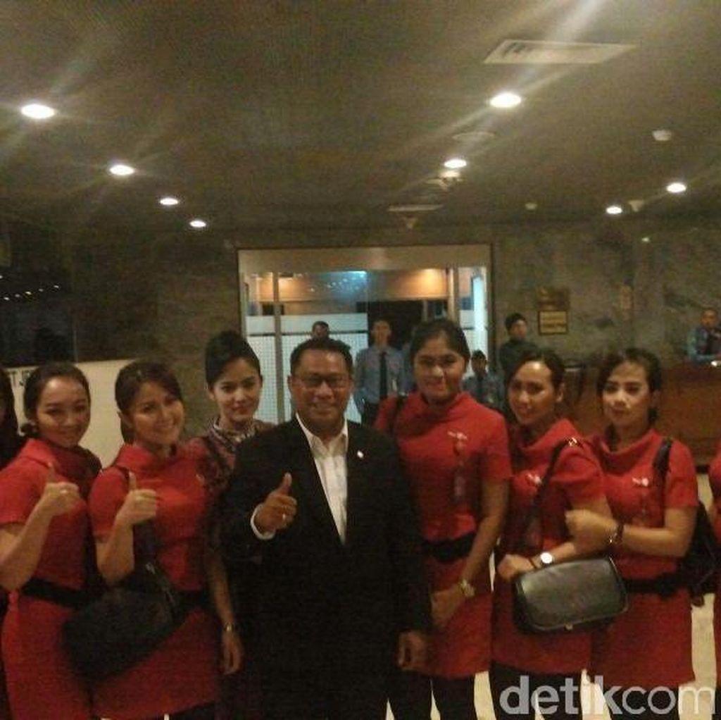 Melihat Pramugari Lion Air Saat Sesaki Gedung DPR