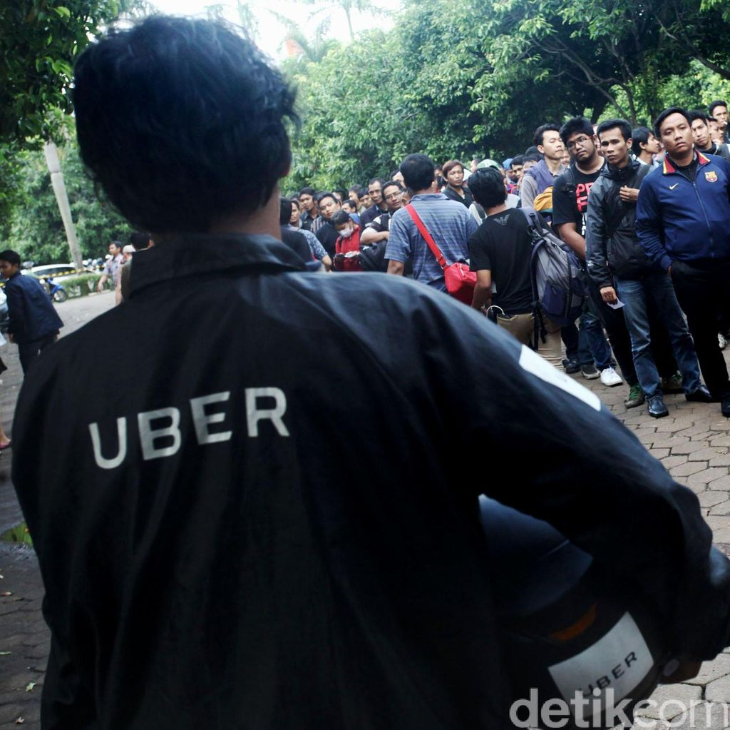 Ribuan Orang Antre Daftar Driver UberMotor