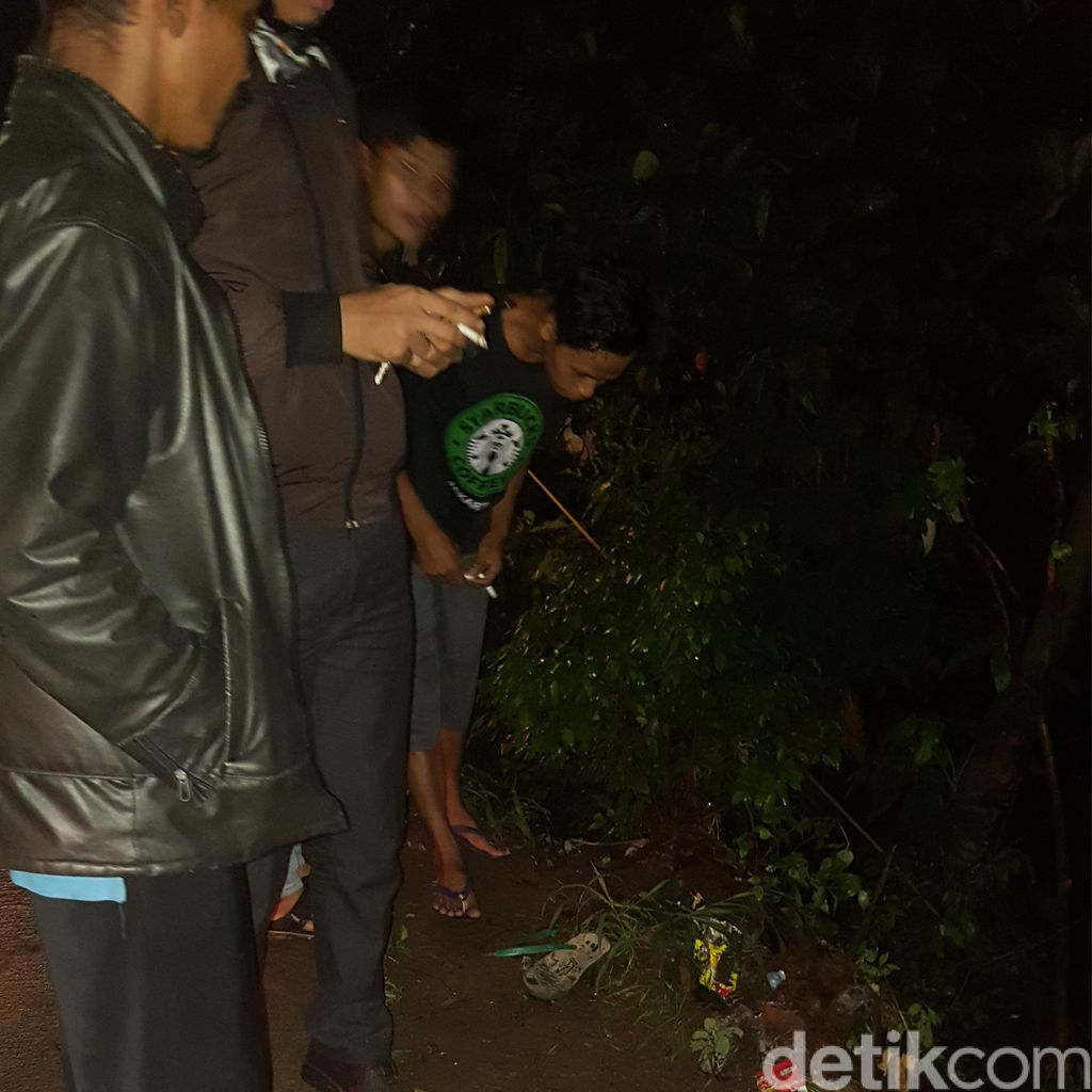 Jalan Tanah Baru Depok Kembali Makan Korban, Angkot Nyemplung ke Kali