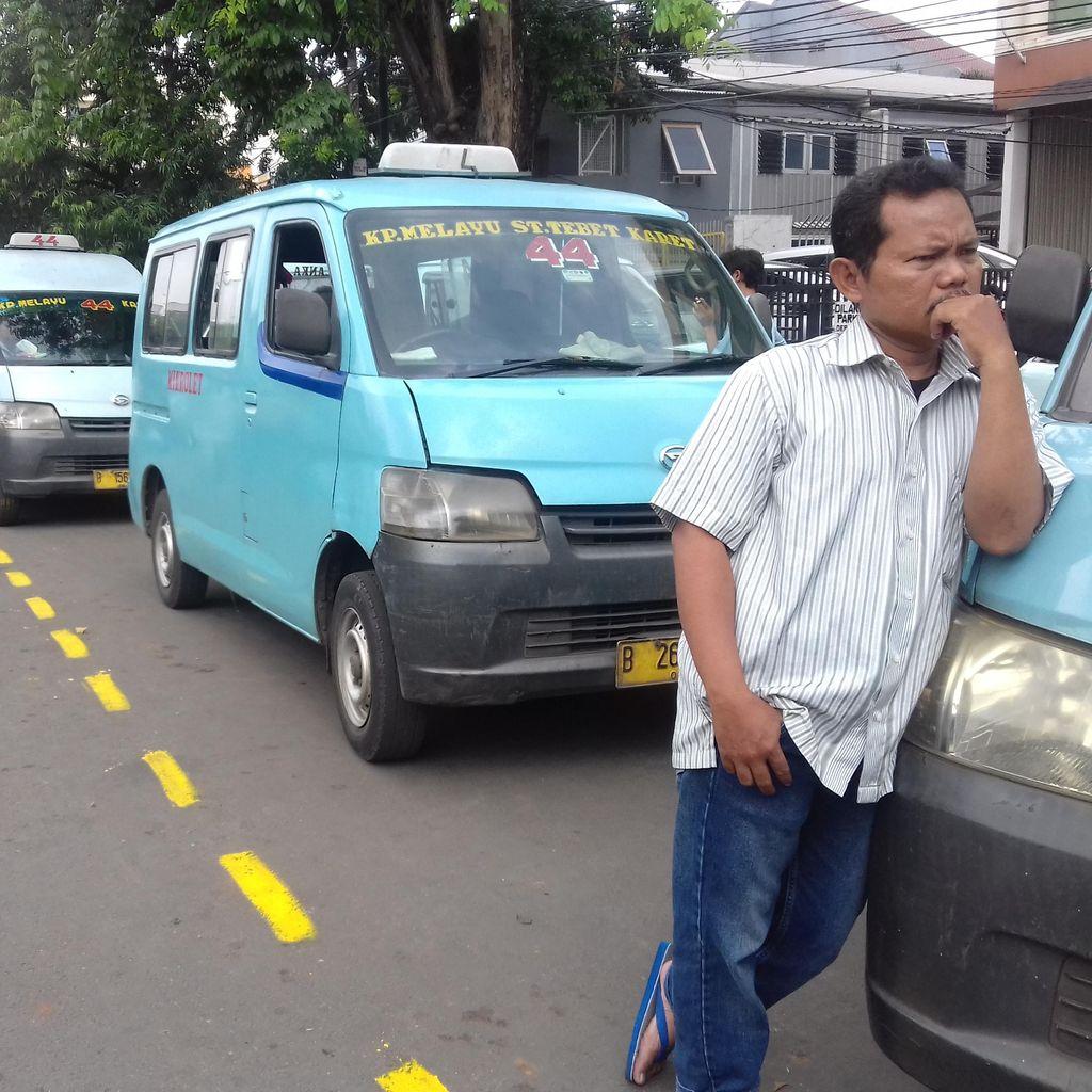 Pengguna Jalan Keberatan dengan Adanya Jalur Ngetem Khusus Mikrolet 44