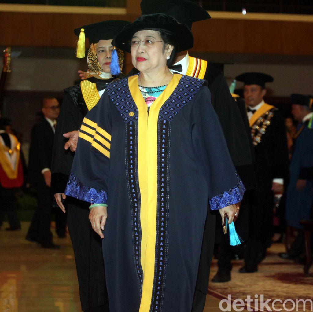 Jokowi Tak Hadiri Penganugerahan Doktor Megawati, ini Kata Sekjen PDIP