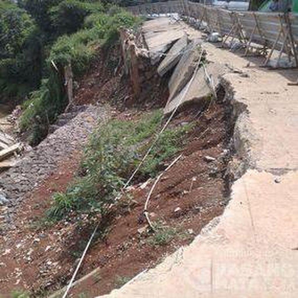 Sudah 5 Bulan, Jalan Terkikis di Pangadegan Timur Pancoran Belum Diperbaiki