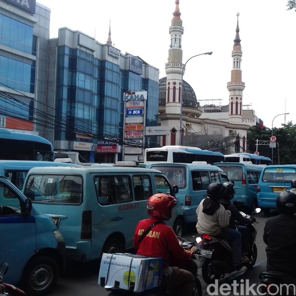 Demo Sopir Mikrolet 44 di Tebet Dibubarkan Polisi