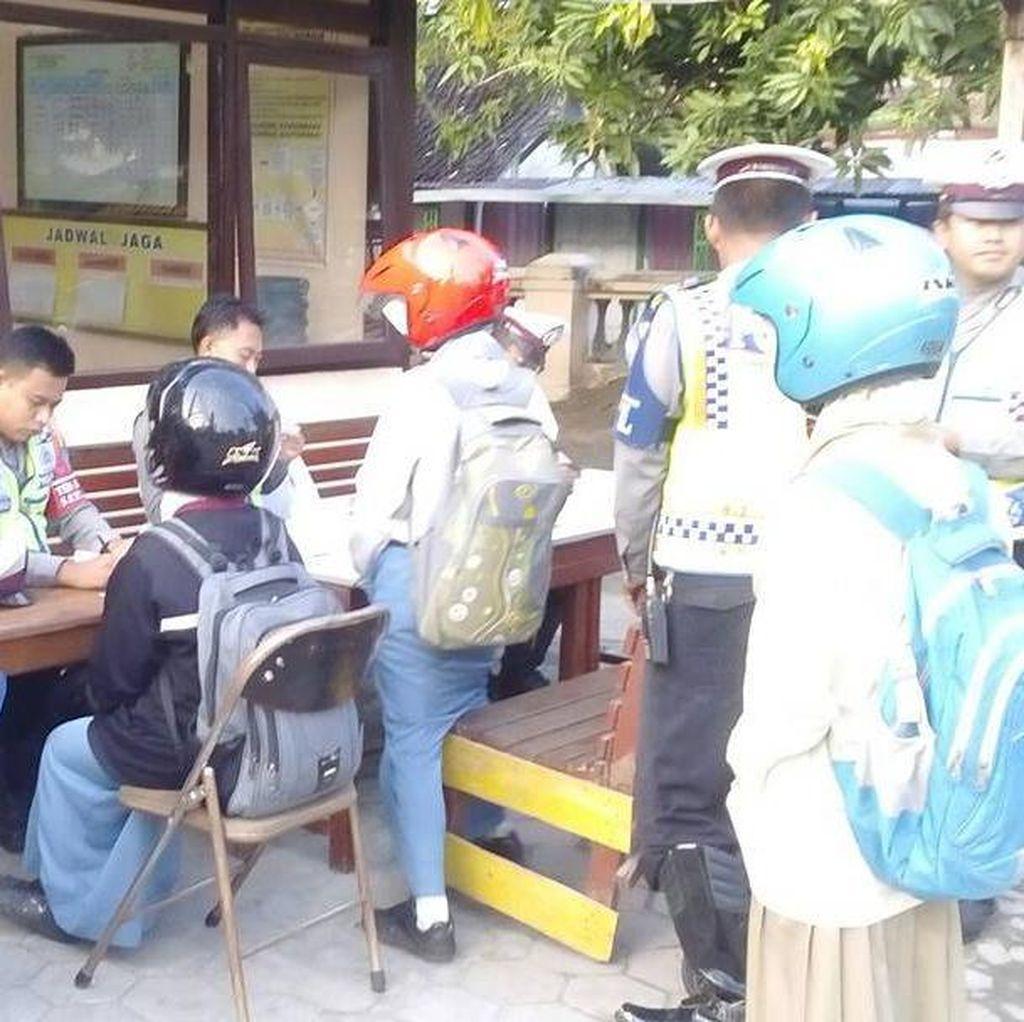 Cara Unik Polres Ngawi Tindak Pelajar yang Berkendara Tanpa SIM dan Helm