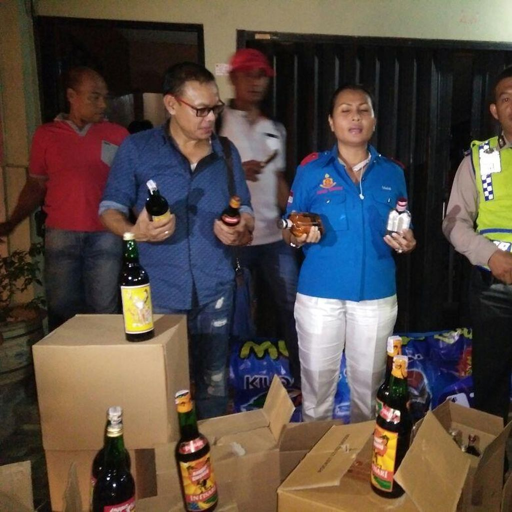 Gelar Razia di Kawasan Pancoran, Polres Jaksel Sita 10 Ribu Botol Miras