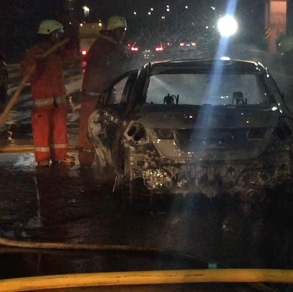 Mobil yang Terbakar di Tol Jagorawi Sudah Padam, Begini Kondisinya