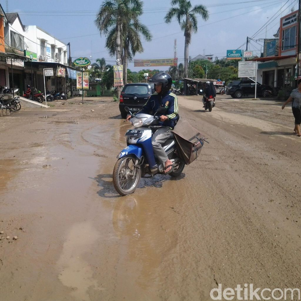 Banjir Surut, Warga Vila Nusa Indah Keluhkan Lumpur