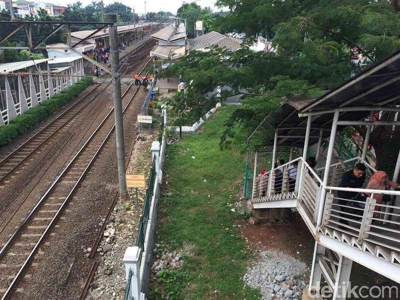 Pejabat Stasiun Tj Barat Soal Menyeberang Bayar Rp 2 Ribu: Silakan Lapor ke Dirjen