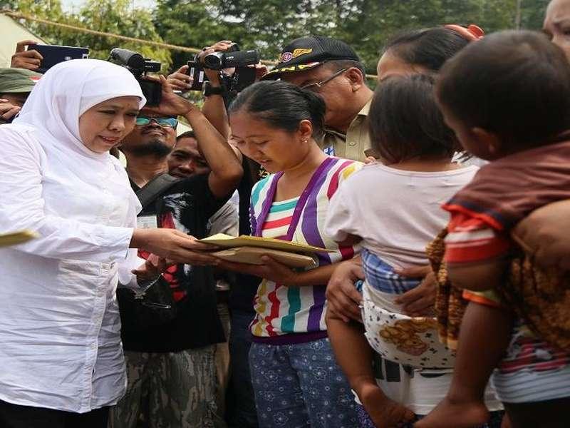 Mensos Beri Bantuan ke Korban Banjir Bandang di Subang