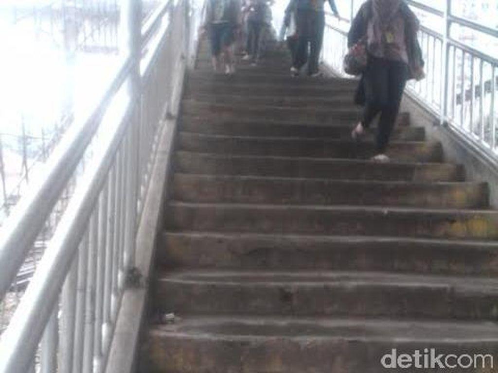 JPO Gratis di Stasiun UI Ramai Dilintasi Warga, Tapi Dijuluki Jembatan Aborsi