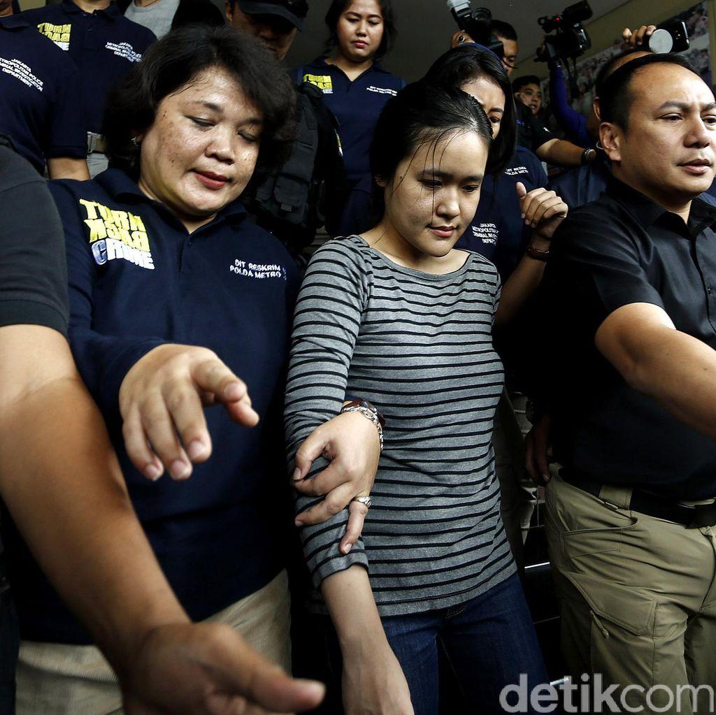 Penyerahan Tahap 2 Selesai, Jessica Dibawa Jaksa ke Rutan Pondok Bambu