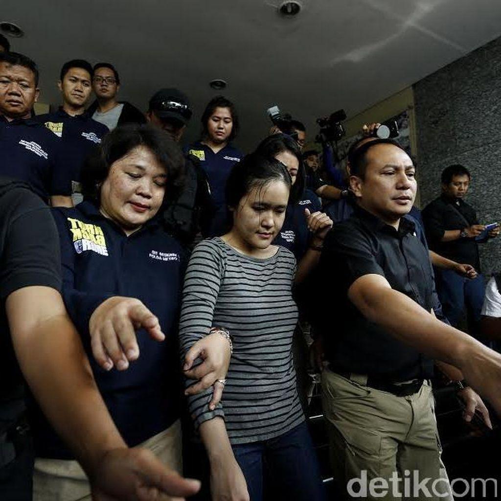 Melihat Ekspresi Wajah Jessica Saat Diserahkan ke Jaksa