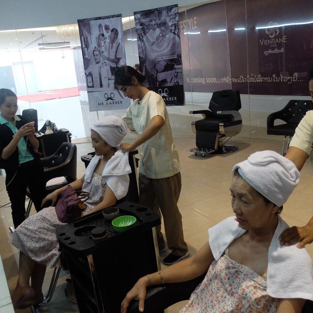 Ketika Terapis dari Bali Ajari Warga Laos Merawat Rambut dan Tubuh