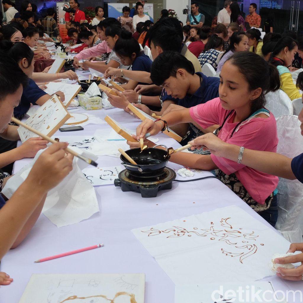 Asyik! Bisa Sekalian Belajar Membatik Saat Pameran Budaya Indonesia di Laos