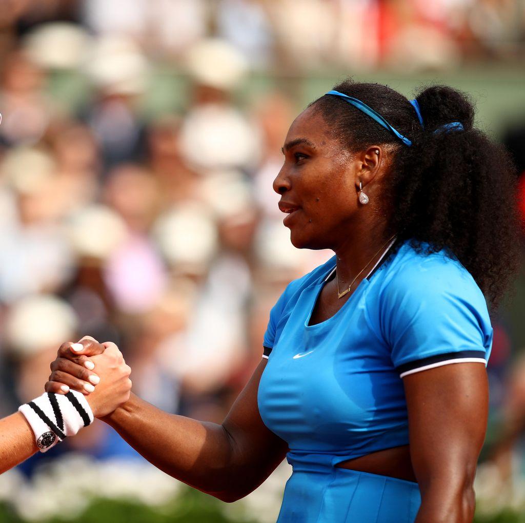 Sempat Dihentikan Hujan, Serena Tundukkan Mladenovic