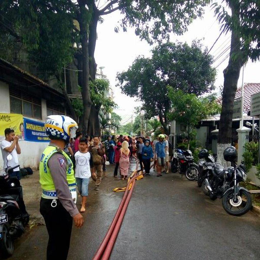 Diduga Korsleting Listrik, 1 Rumah di Setiabudi Terbakar