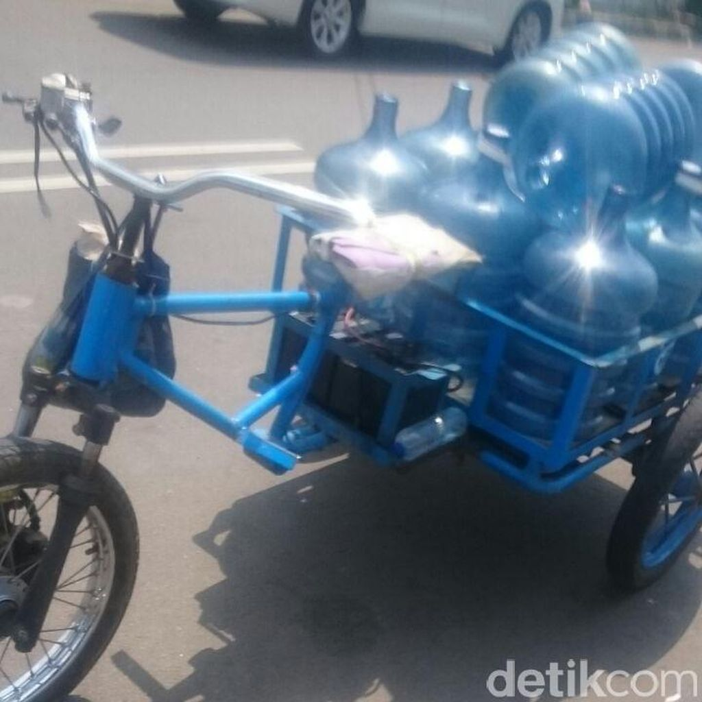 Hebat, Motor Listrik Bisa Angkut 15 Galon Air