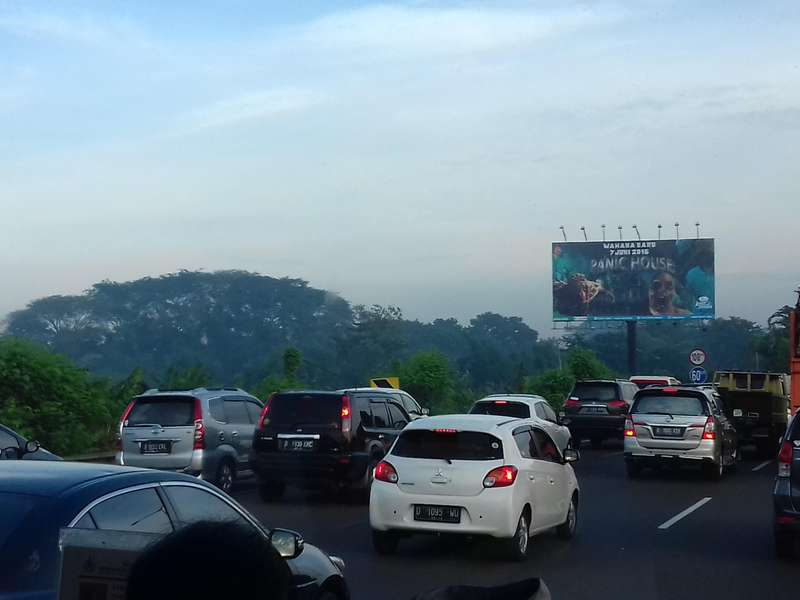 Tol Bekasi-Jakarta Macet Parah, Kendaraan Merambat di Kecepatan 10 Km/jam