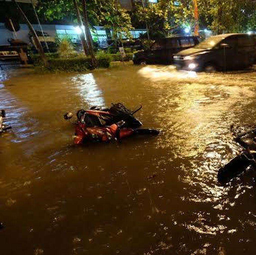 Hujan Deras, Sejumlah Kawasan di Surabaya Terendam Air