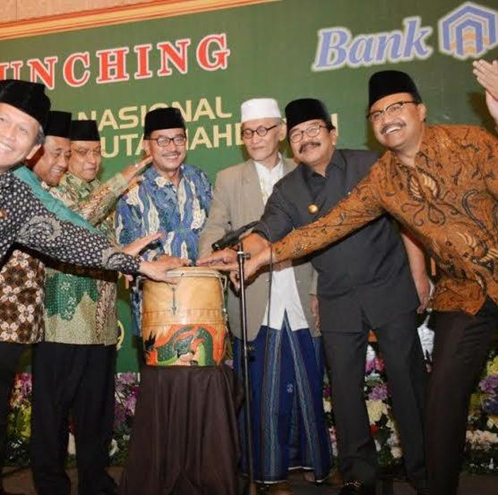 Pemprov Jatim dan BPN Berikan 1.290 Sertifikat Tanah Wakaf NU di Jawa Timur