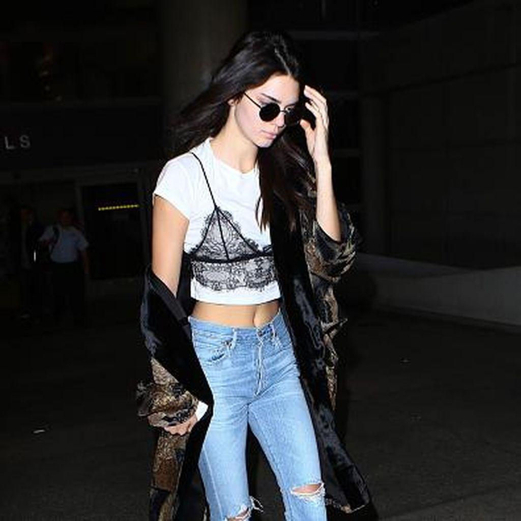 Trik Kendall Jenner Sulap Lingerie Jadi Pakaian Stylish untuk Sehari-hari