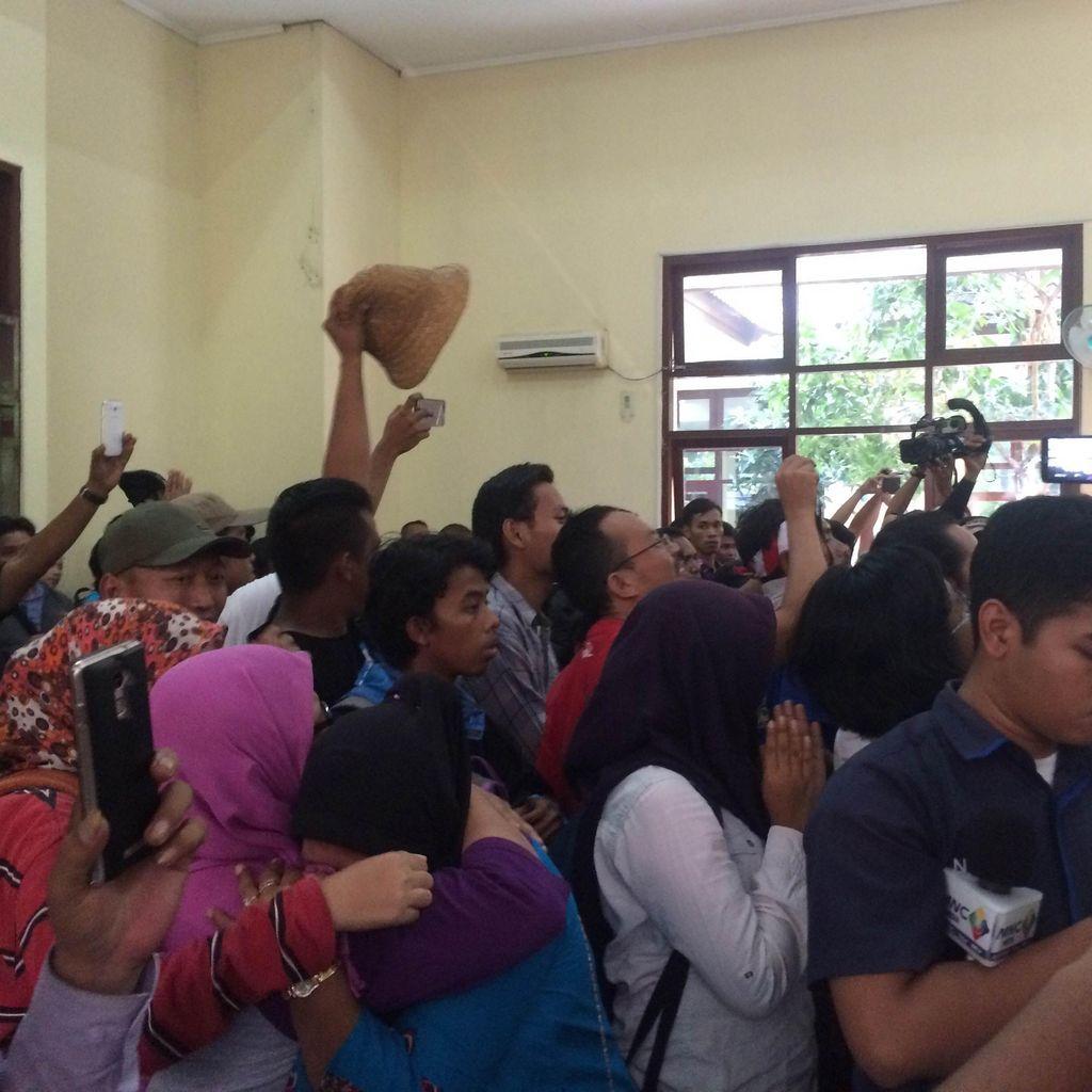 Putusan PTUN Cabut Izin Reklamasi Pulau G Disambut Gemuruh Syukur di Ruang Sidang