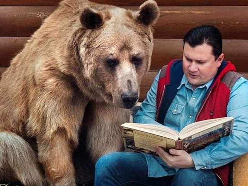 Pasangan Rusia Hidup Bersama Beruang 136 Kg Selama 23 Tahun