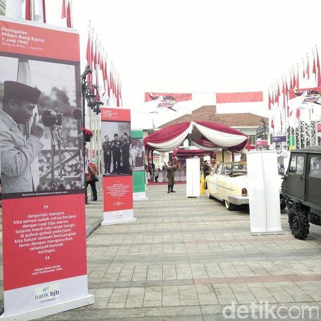 Nuansa Sukarno Hiasi Bandung: Kutipan Pidato Hingga Foto dengan Marilyn Monroe