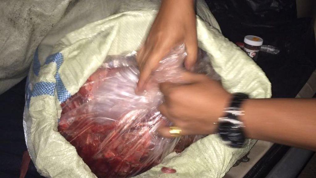 Waspada Beli Daging! Polisi Bongkar Daging Sapi Oplosan di Bandung
