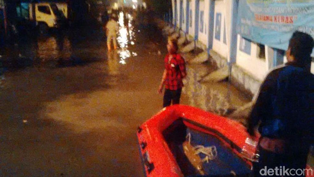 Banjir 80 Cm Akibat Tanggul Jebol di Muara Angke, 500 Warga Masih Tertahan