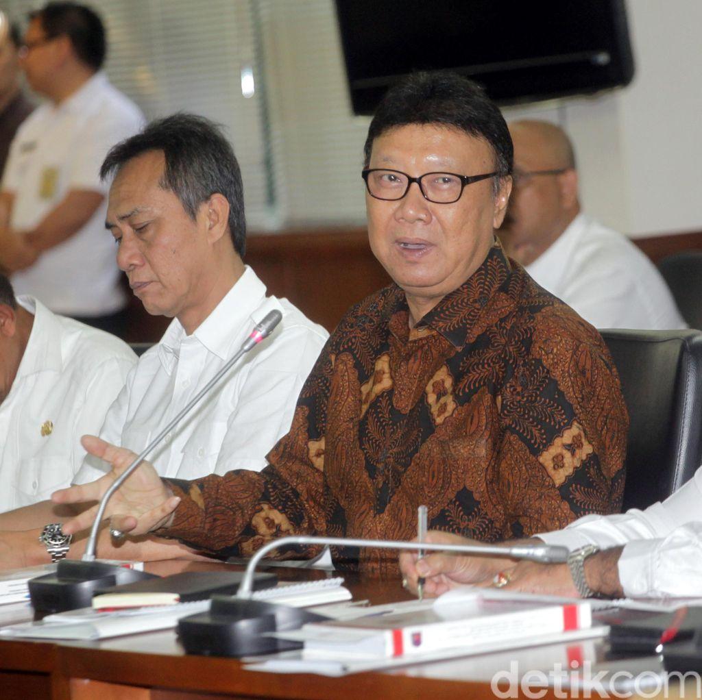 Mendagri Perintahkan PNS di Kecamatan Datangi Warga yang Belum Punya e-KTP