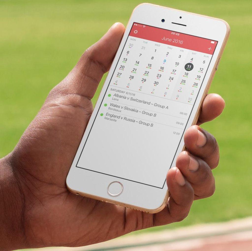 Tidak Bisa Pisah Dari Ponsel, Pria Ini Nikahi iPhone-nya