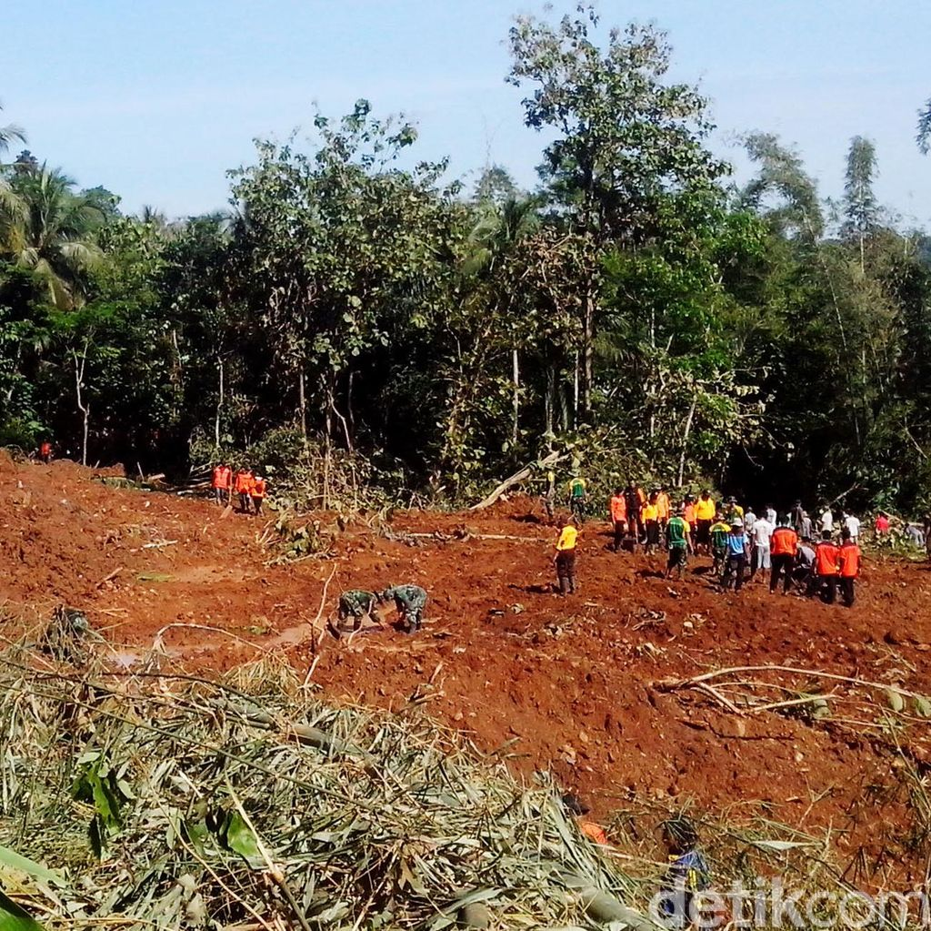 6 Orang Korban Longsor Purworejo Masih Hilang