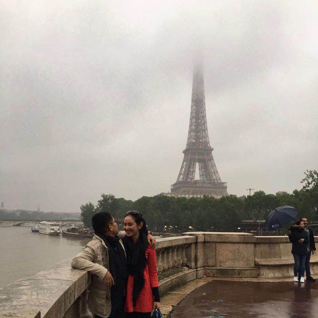Cerita Seru Selena Alesandra Bulan Madu di Eropa
