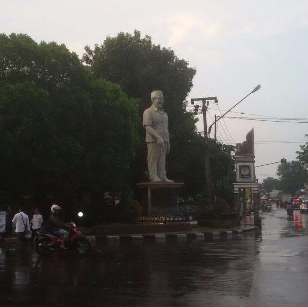 Ramadan Toleran di Purwakarta, Berbagi Takjil di Patung Gus Dur