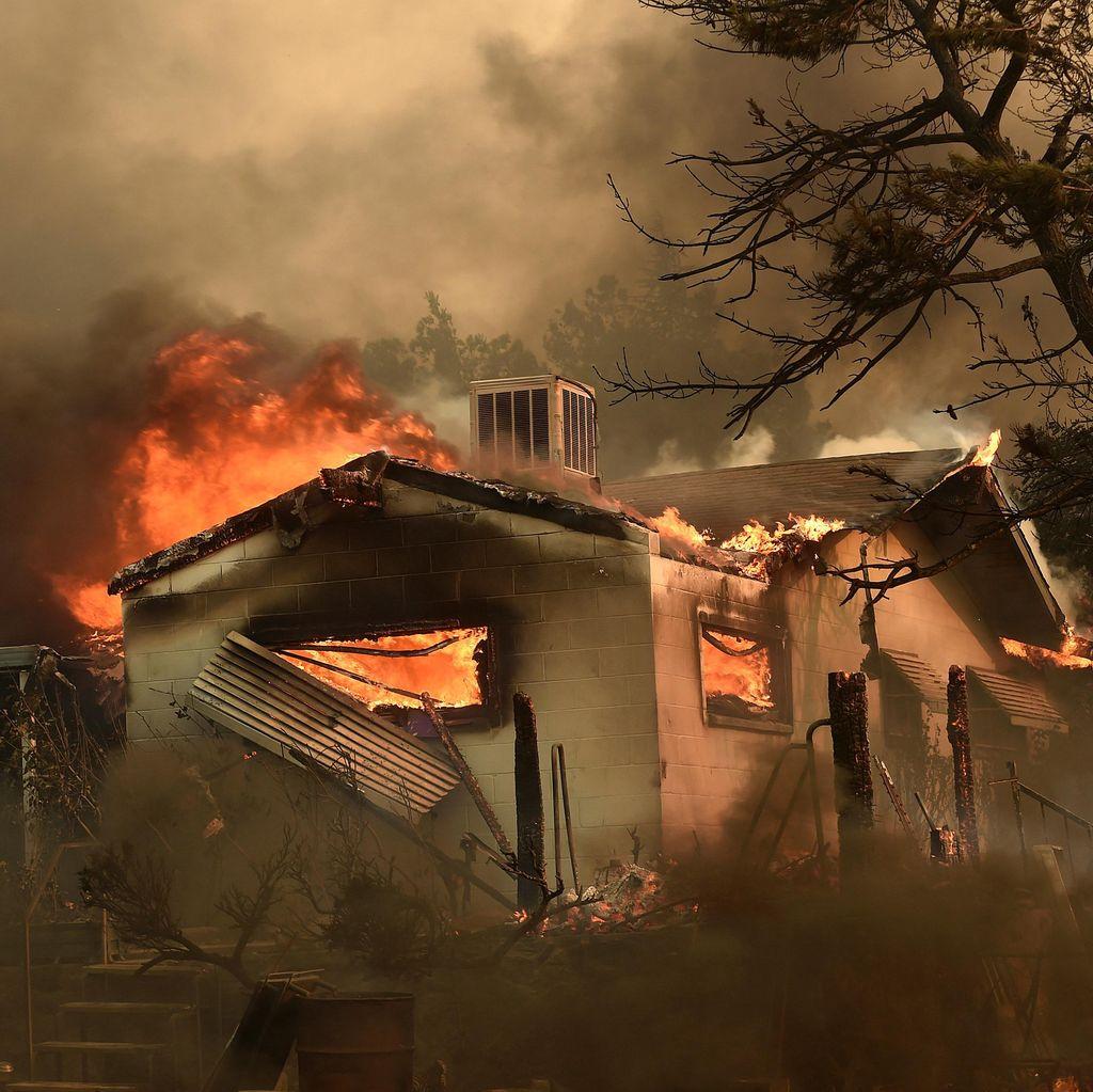 Kebakaran Hutan di California Tewaskan 2 Orang, Hanguskan 100 Rumah