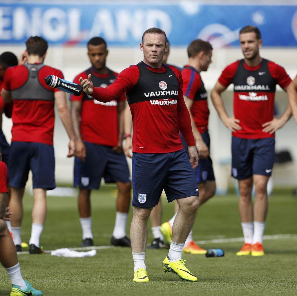 Islandia Akan Bertahan atau Menyerang, Rooney: Tak Masalah