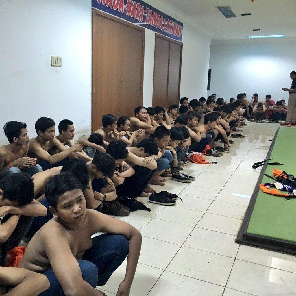 Polisi Amankan Ratusan Suporter Sepak Bola yang Rusuh di GBK
