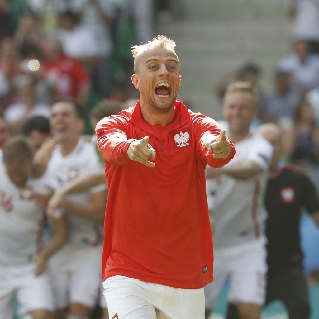 Deg-degan, Kamil Grosicki Enggan Simak Adu Penalti Polandia