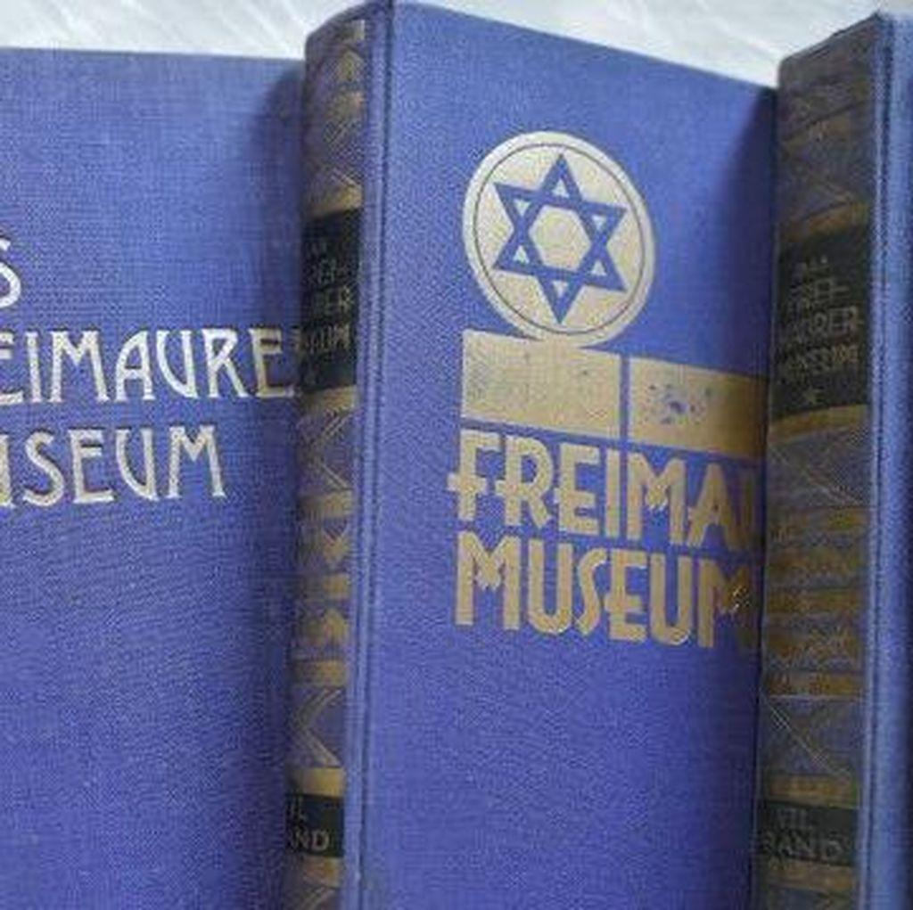 Buku Curian Nazi Dikembalikan ke Kelompok Freemasons
