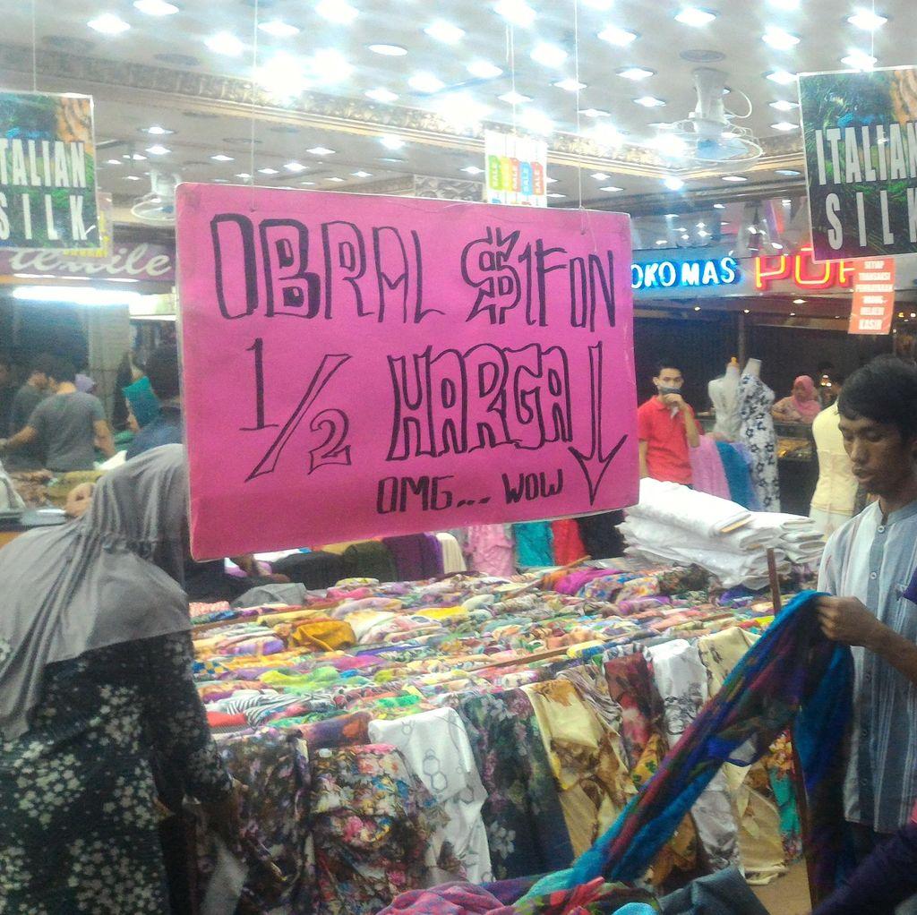 Perang Diskon Jelang Lebaran, Pusat Perbelanjaan di Bandung Disesaki Warga
