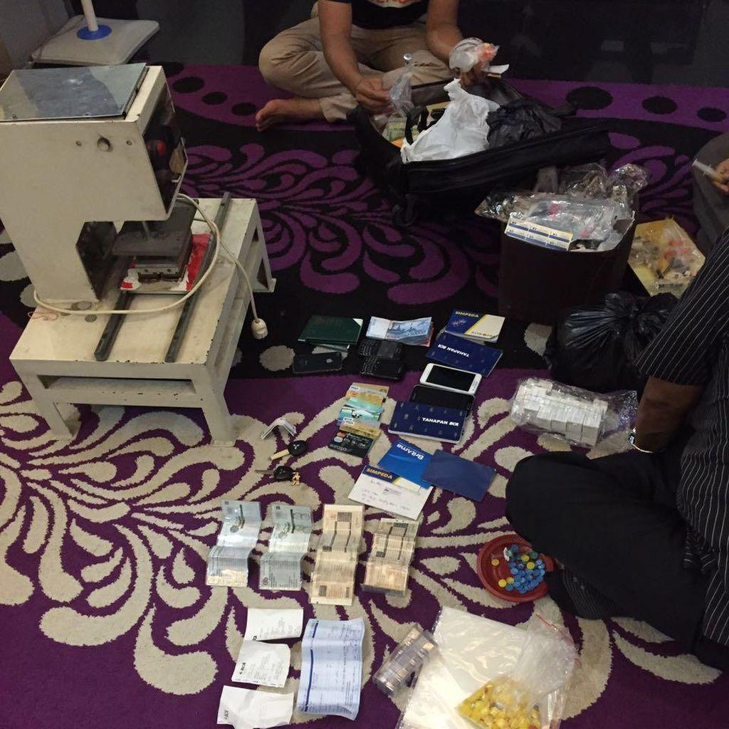 Ini Peralatan dan Barang yang Disita dari Rumah Pasutri Vaksin Palsu di Bekasi