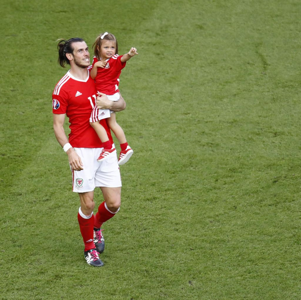 Petang di Paris yang Mengharukan Buat Bale dkk.
